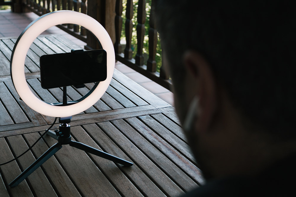 What-makes-ring-lights-better-than-a-standard-studio-light-
